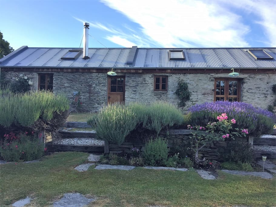 Historic Stone Stables 2 adjoining rooms and private garden