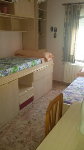 En Orcheta, prov Alicante, habitacion en chalet