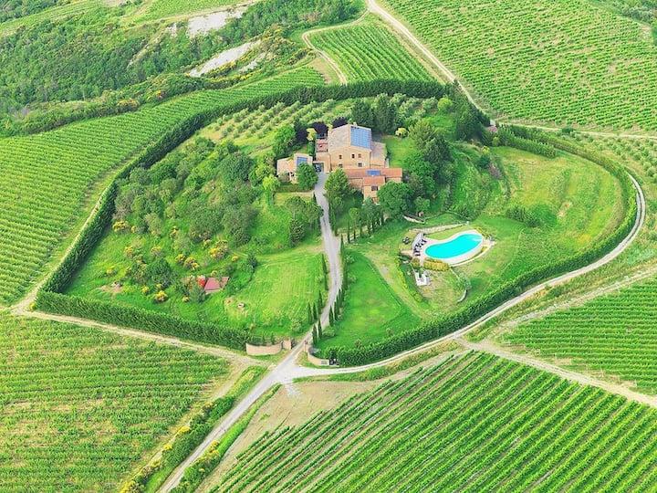 Villa con grande giardino ed infinity pool