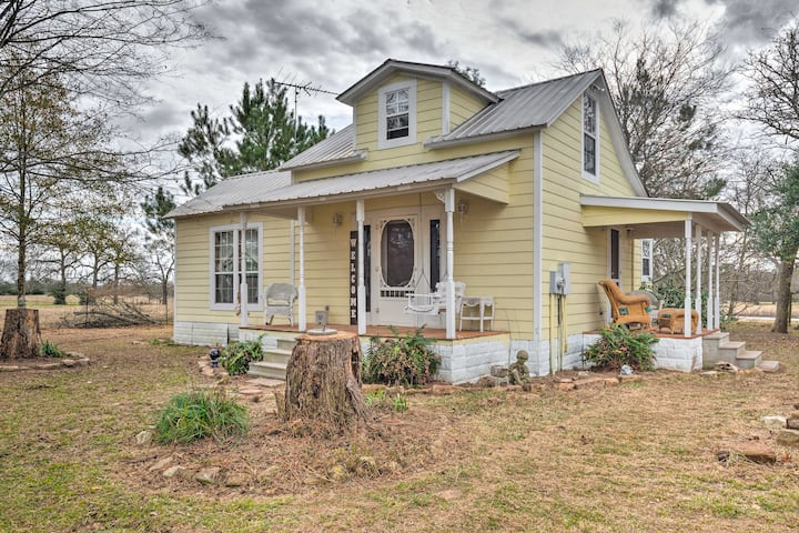 NEW! Charming, Rustic Guest Home on 100-Acre Ranch