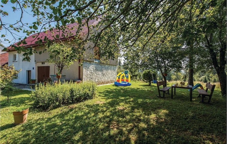 Holiday cottage with 2 bedrooms on 82m² in Fuzine