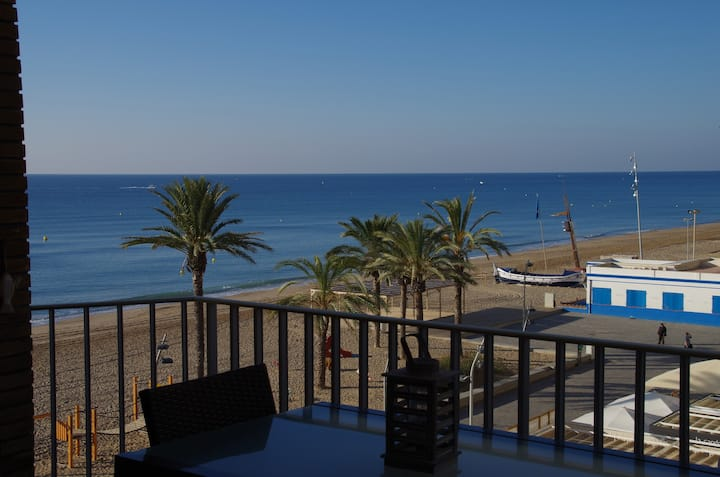 RENOVATED OCEAN-FRONT CHARMING APRT