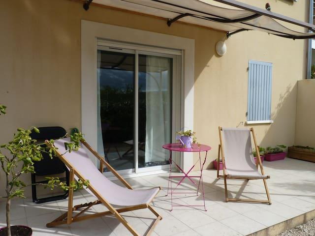 Appartement calme et ensoleillé - Pernes-les-Fontaines - Wohnung