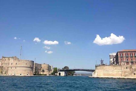 Piccolo appartamento tra mare e città