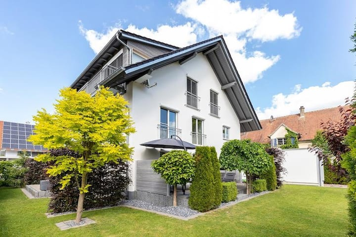 Beautiful Holiday Apartment Haus-Königin with Private Terrace, Garden & Wi-Fi; Parking Available