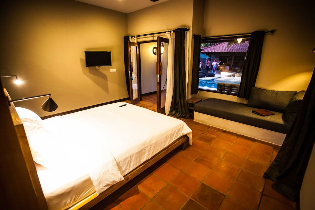 Spacious luxury room with Queen size bed and daybed
