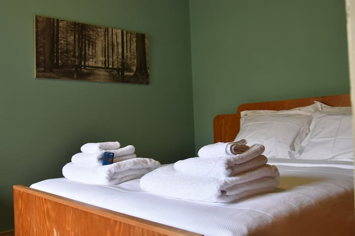 Your Cotinello Telmo room with original Art Deco furniture, natural high quality mattress, the best pure cotton Portuguese towels and sheets from ParisEmLisboa