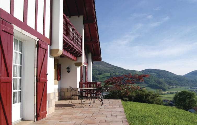 Holiday cottage with 4 bedrooms on 180 m² in Anhaux