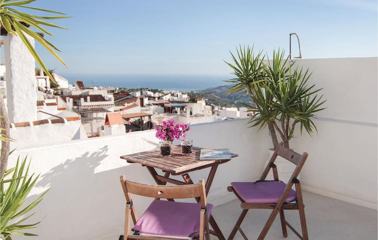 Terraced house with 2 bedrooms on 56m² in Frigiliana