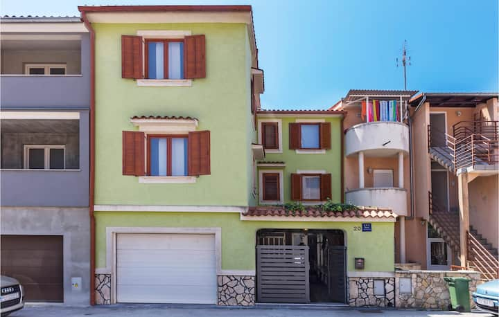 Beautiful home in Pula with WiFi and 2 Bedrooms