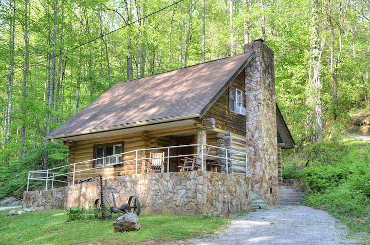 Handcrafted Firefly Cabin - Near River