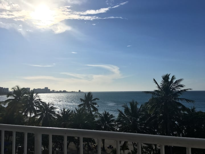Beachfront 1 Bedroom With Ocean Views, Can Fit 5!