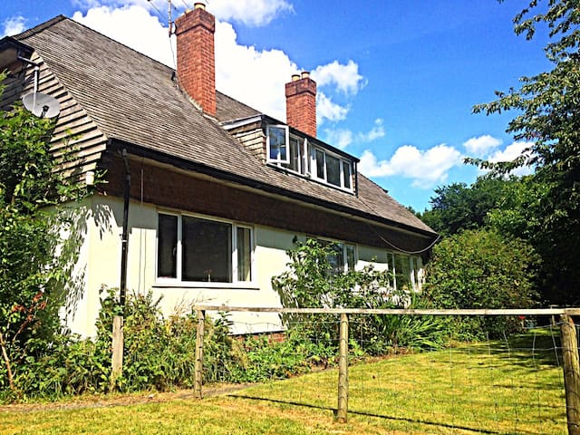 Spacious Mid Wales home on private rural estate. - Guilsfield - Hus