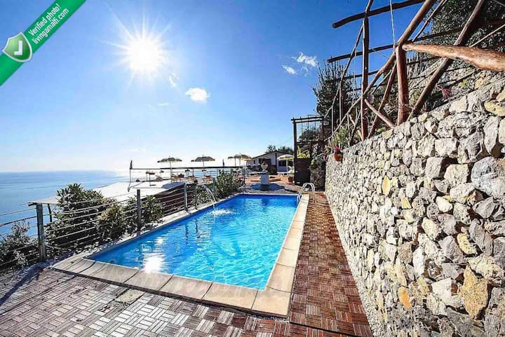 Exclusive villa w/ pool in Amalfi up to 22 people!