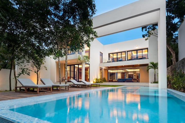 BRAND NEW Architectural Lovers Dream Retreat!