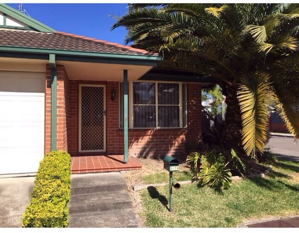 Spacious Town House - Amazing spot! - Merewether - บ้าน