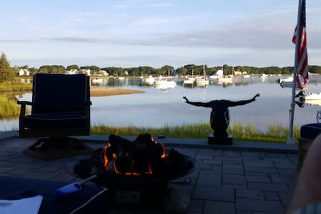 Hen Cove Waterfront - Bourne - Huis