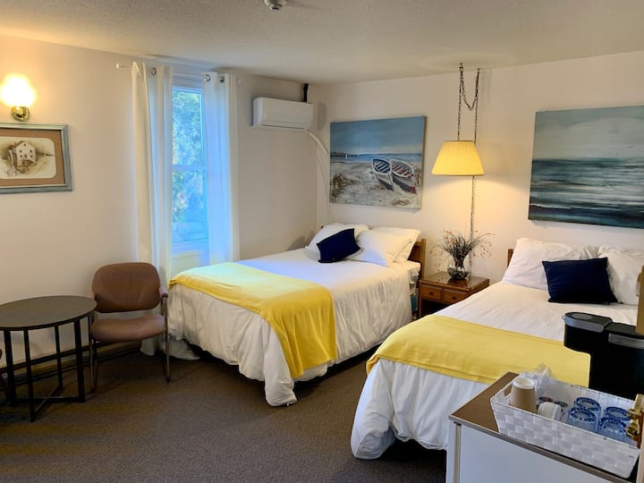 PARADISE INN on Port Elgin Beach, 206 STANDARD ROOM Side View, 2 Dbls