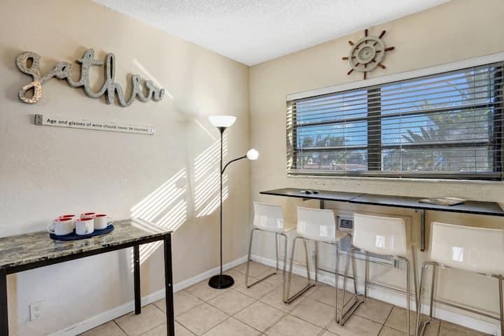 Freebies! Lovely Studio/Bath, Hollywood Beach, FREE PARKING, SANITIZED