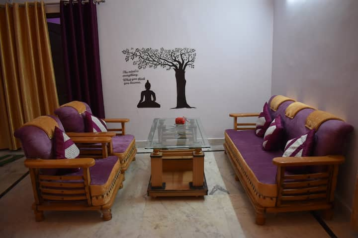 Sangeeta Home Stay with a View of Ganga & Mountain