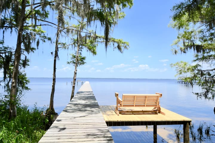 Social Distancing Hideaway on the St. Johns River