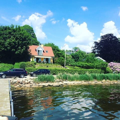 Hus ved fjorden med privat badebro - Kolding - Huis