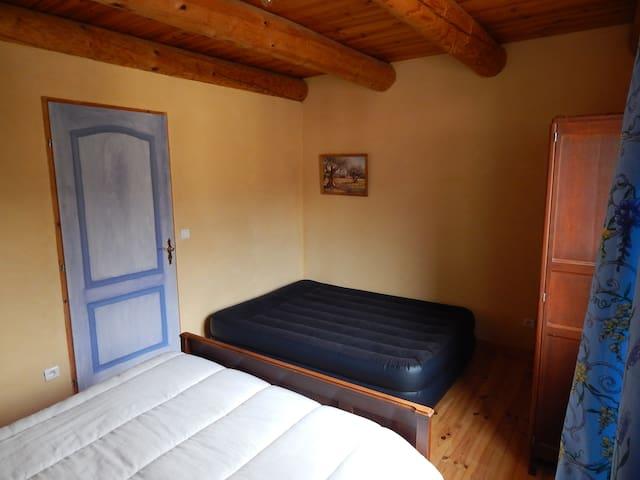 Chambre 2 à l'étage (15 m2)