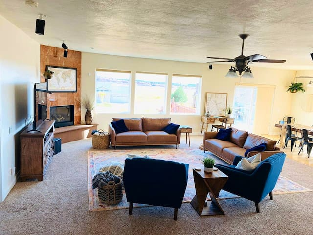 Kanab Gathering Place. Large Home for Groups!