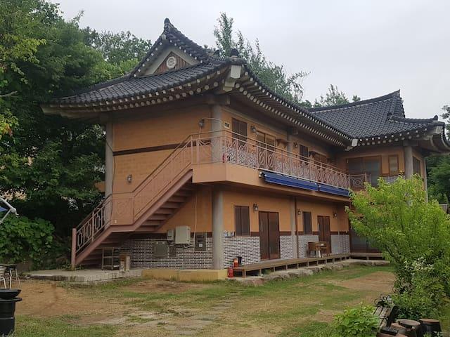 Opera Hanok House