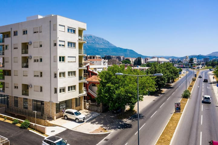 Orient Apartment III