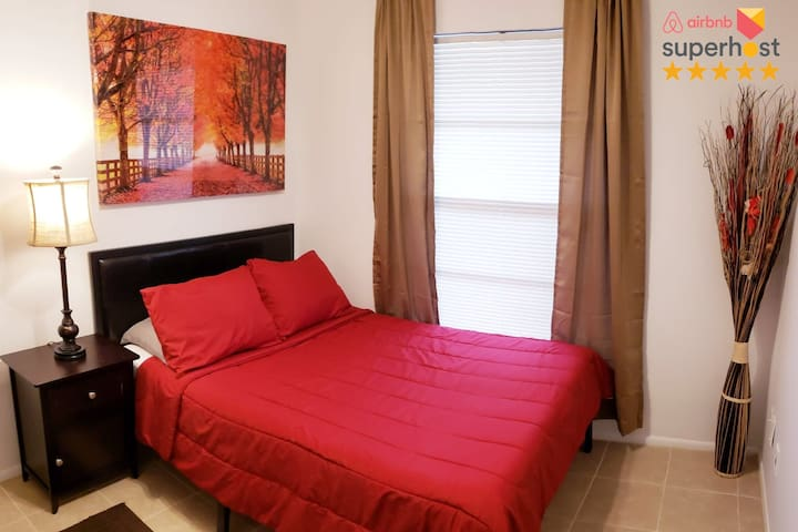 Private Room In Heart of Orlando Near Everything