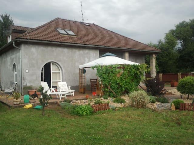 Soukromý dům + velká zahrada - Most - Ev