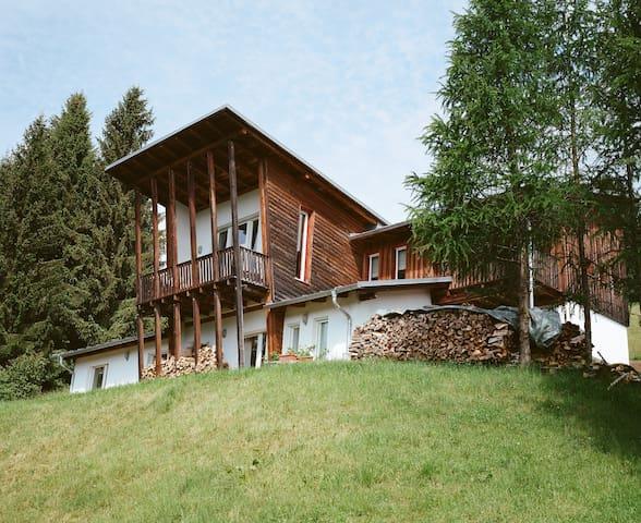 Zwei Doppelzimmer in modernem Haus am See