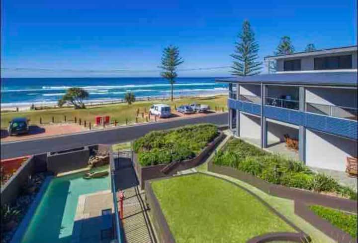 Beach Pad OceanViews Central location