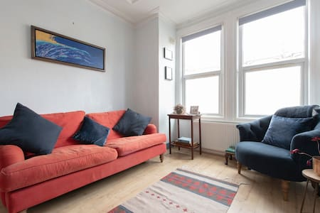 Charming apartment 20 minutes from Kings Cross