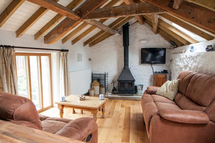 Renovated Cider Barn in Dorset Countryside
