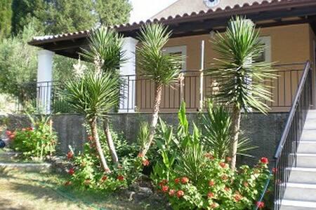 Ferienhaus Christina - Agios Vasilios - 別荘