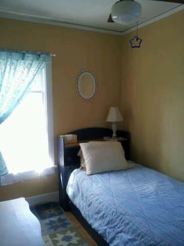 Solo Traveler's Cozy Nook - Madison - Rumah