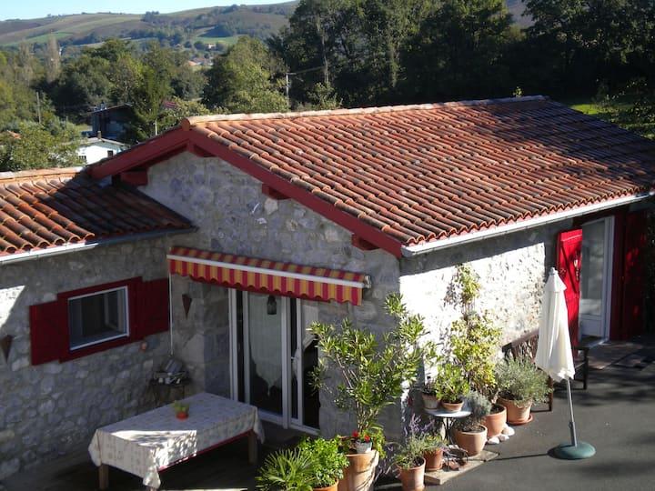 Gîte de charme ( 3* )au coeur du Pays Basque .