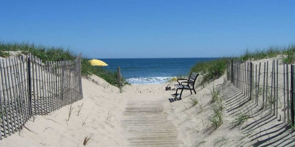 A Zen Peaceful Weekend  E Quogue Artist Retreat - East Quogue - Rumah