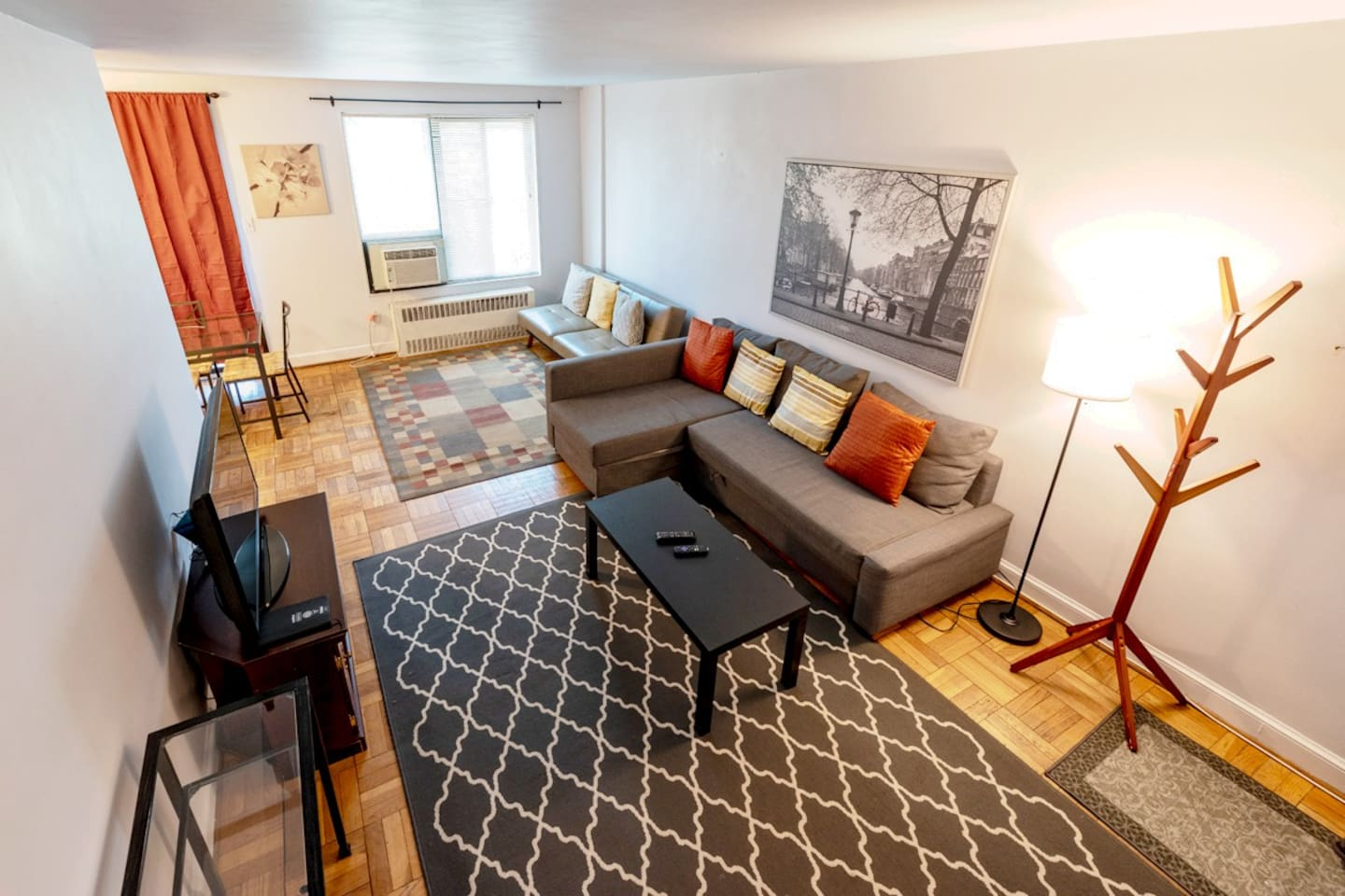 This spacious one bedroom, two bathroom apartment hosts up to four guests comfortably with two sofa beds in the living room and two double beds in the bedroom.