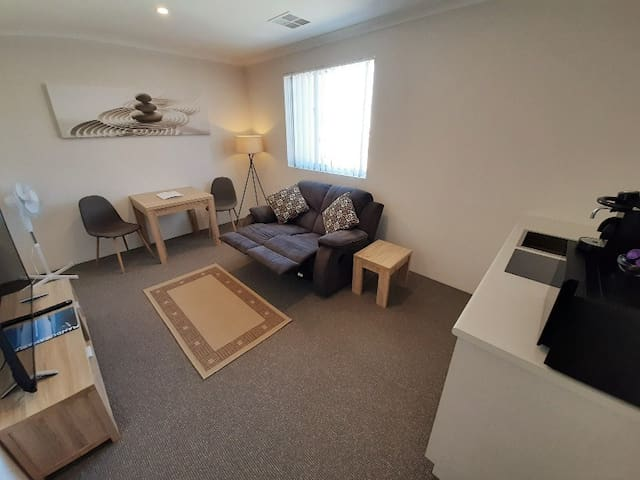 Brand New 1 Bed - Mandurah Marina precinct area!