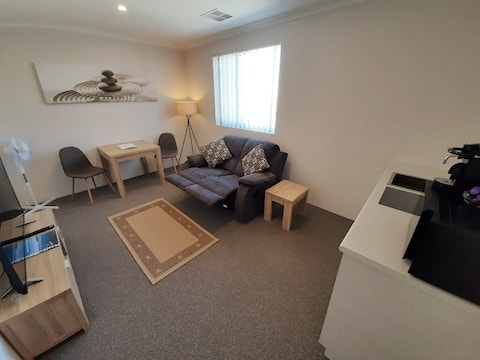 Ocean/Marina! New Bedroom+Living Room+Kitchenette