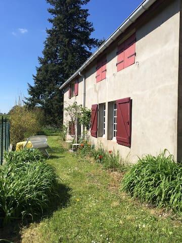 Pittoresk landelijk familiehuis - Marcheseuil - บ้าน