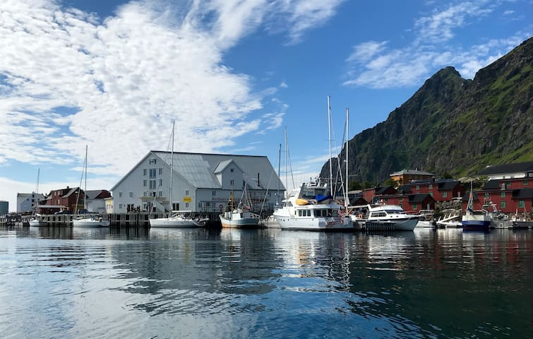 Pub and restaurant with local food is on the cabins doorstep. Live Lofoten