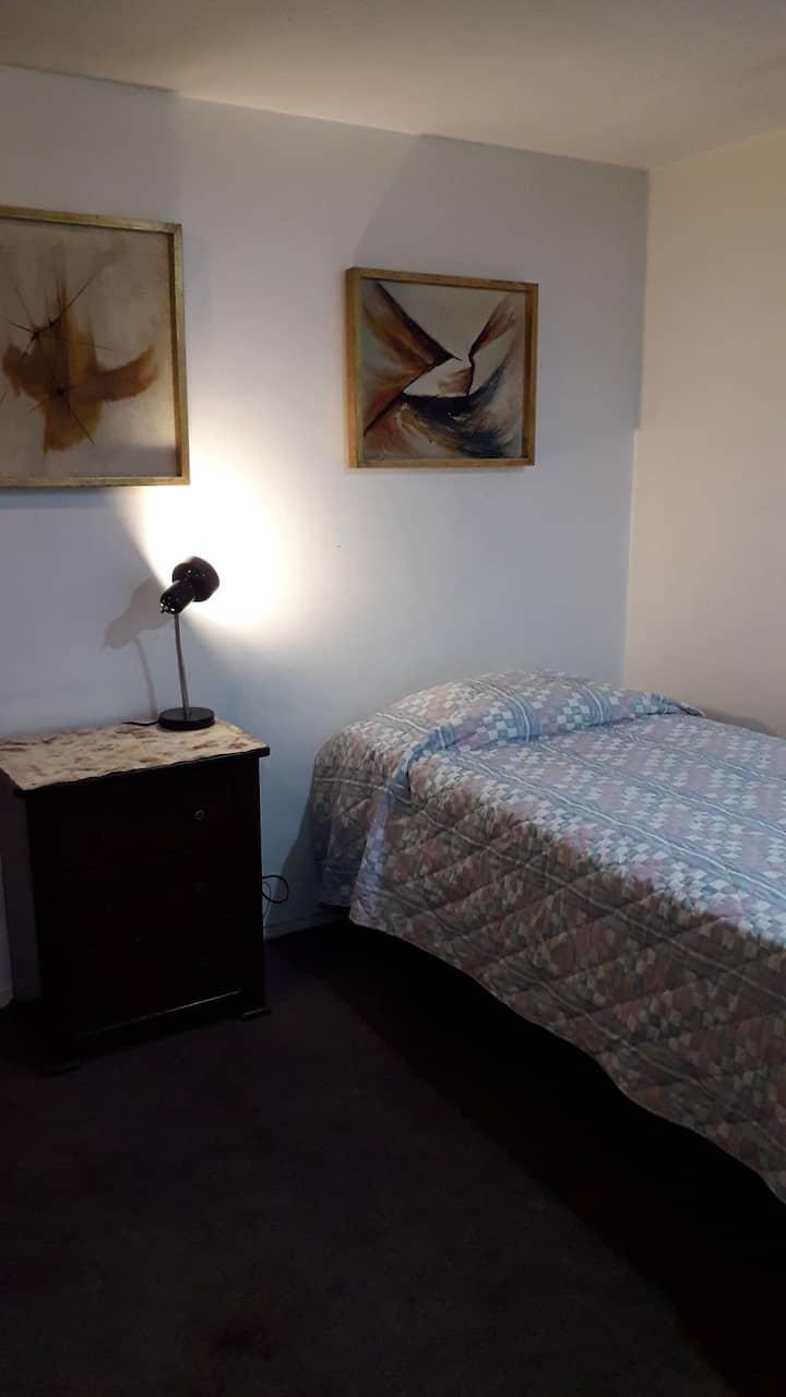 Cómoda y acogedora habitación para descansar