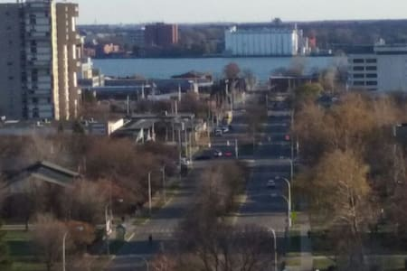 Beautiful unoccupied Downtown Detroit Riverfront view. Close to the water.  Access to all the fine amenities.  Beautiful tile wood floor very simple but elegant Perfect for couples who looking for Romantic nite. Has a lovely, cozy fireplace for you!