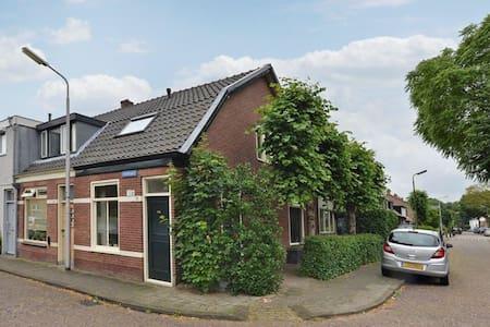 "Historische woning 1902 ""cozy house 1902"" - Santpoort-Noord - Dom"