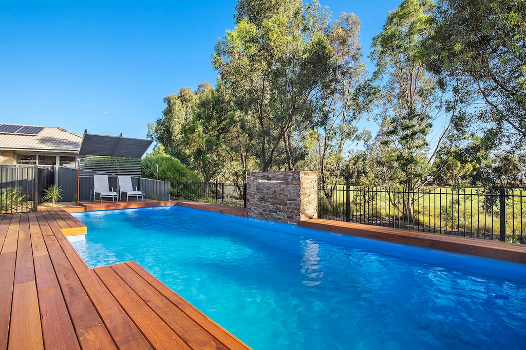The yarrawonga pool house houses for rent in yarrawonga for Pool show on foxtel