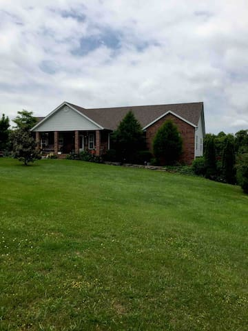 Home in the country close to Branson and Springfld